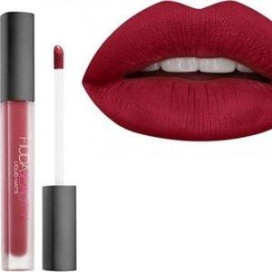 Huda Beauty Liquid Matte Lipstick in Heartbreaker